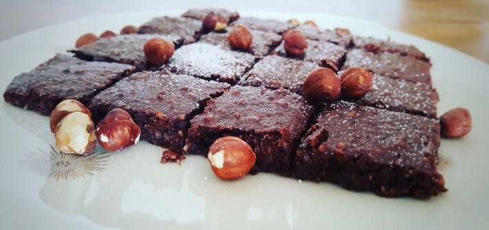 Vegane Schoko-Nuss-Brownies mit Kichererbsenwasser