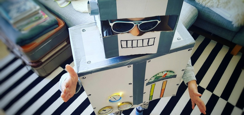DIY: Upcycling Roboter-Kostüm aus alten Kartons