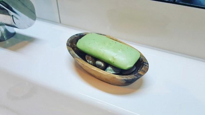 Tipps um feste Seife hygienisch und trocken aufzubewahren: Stein- und Murmelbett