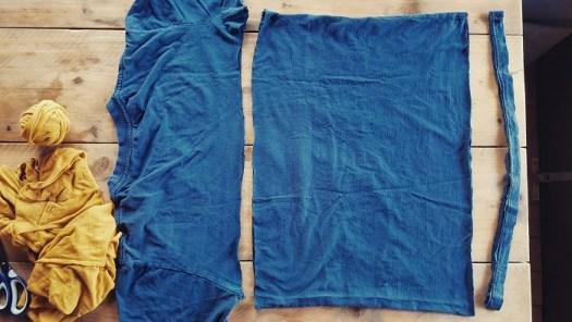 Upcycling-DIY aus Altkleidern - T-Shirt in drei Teile schneiden