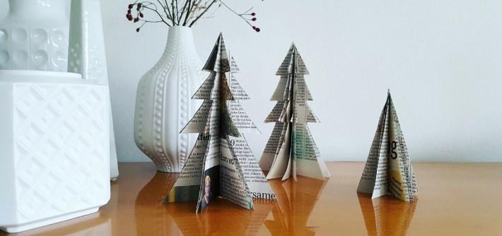 Weihnachtsbäumchen aus alten Zeitungen - Schnelles Upcycling-DIY für die Weihnachtsdeko
