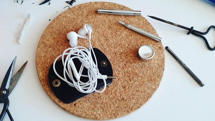 Selbstgemachtes Upcycling Kopfhörer Etui aus Lederresten.
