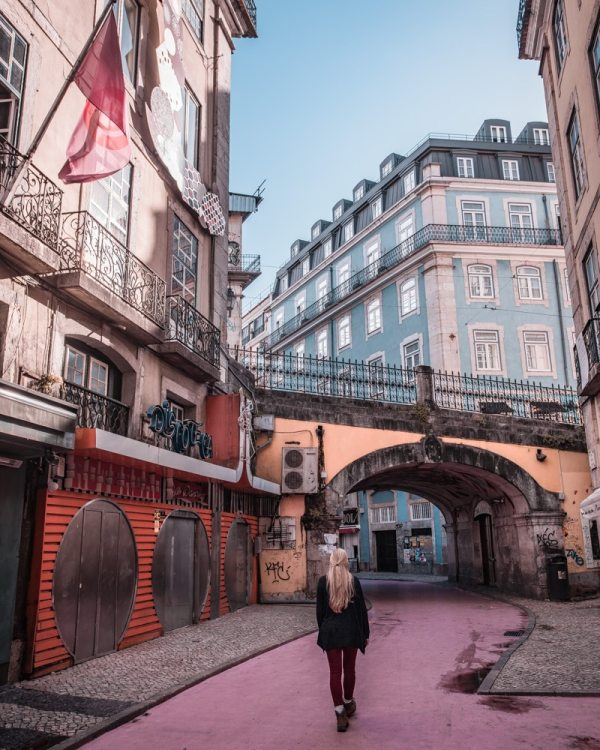 Pink Street. Find the best places in Lisbon for Instagrammable photos and when to go to get them to yourself!