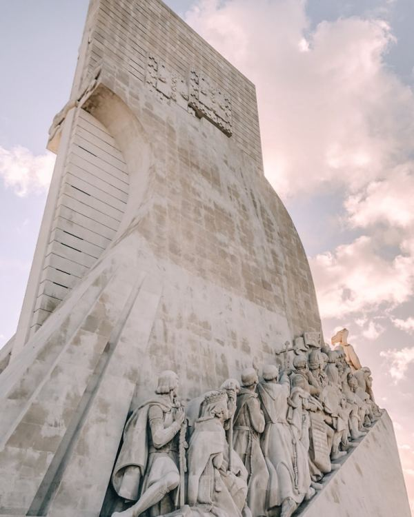 Monument to the Discoveries. Find the best places in Lisbon for Instagrammable photos and when to go to get them to yourself!