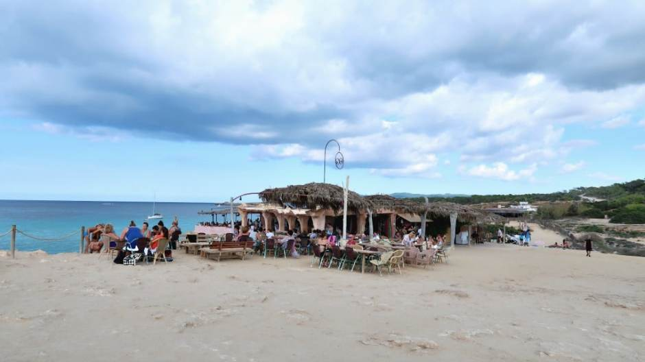 Cala-Comte-beach-bar