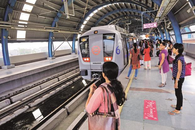 Delhi Metro passengers carrying a smart card and travelling during the off-peak hours—between 6am-8am, 12pm-5pm and 9pm onwards—will be able to avail a discount of 20%. Photo: Priyanka Parashar/Mint