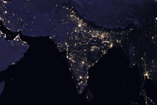 Vue nocturne composite de l'Inde et des régions avoisinantes en 2016. Photo: Observatoire de la Terre de la NASA Images