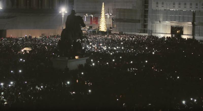 Flash Mob per ricordare Pino Daniele a Santa Maria la Nova