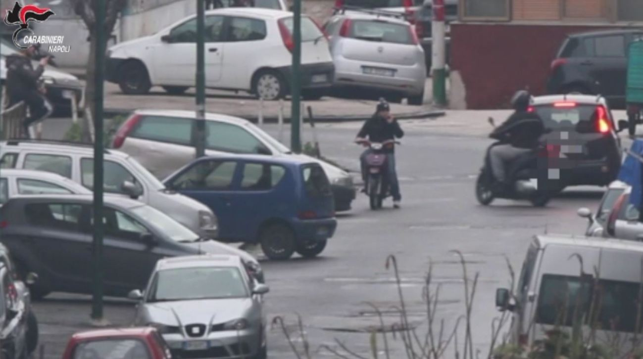 frame video carabinieri blitz rione traiano clan puccinelli