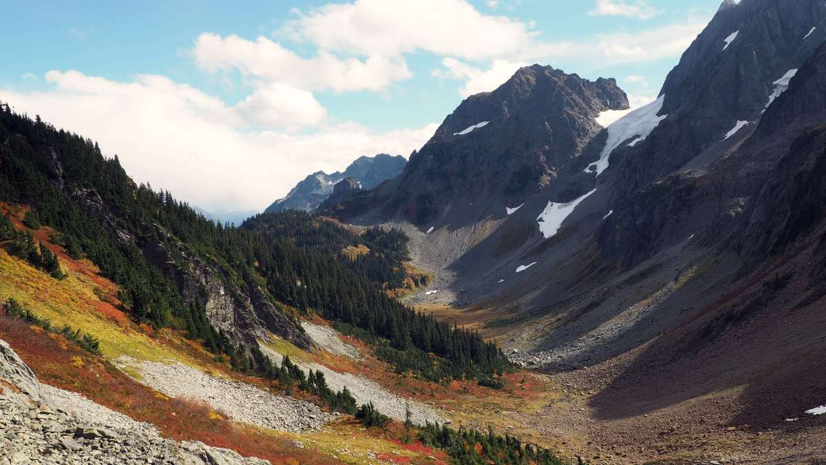 10 fantastic fall weekend getaways in Washington State: North Cascades National Park - LiveRecklessly.com