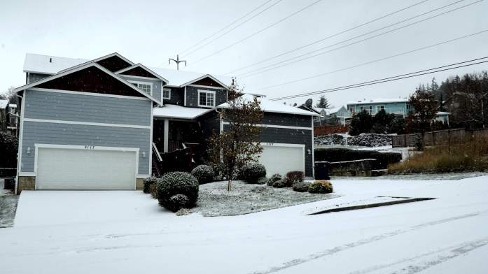 Anacortes houses in the snow. Snow in Anacortes - liverecklessly.com