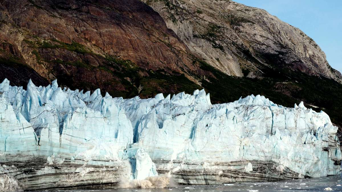 Alaska in Photos - ice carving in action - Live Recklessly