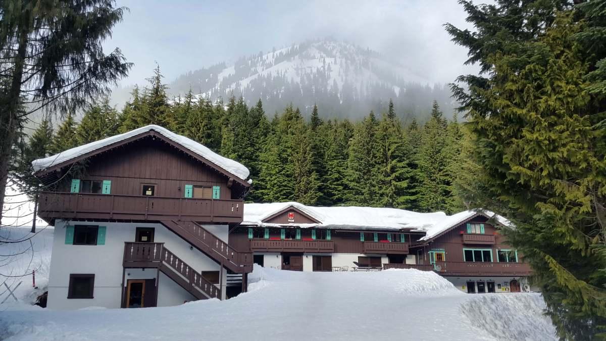Alpine Inn Crystal Mountain Resort - A ski weekend at Crystal Mountain Resort Washington - Live Recklessly