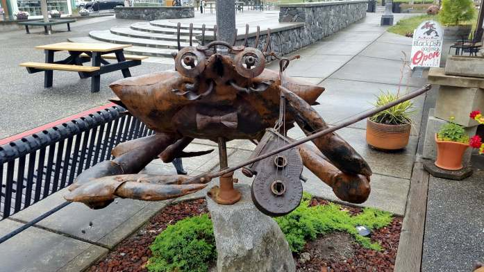 Art in La Conner - crabby - Ultimate Weekend Guide to La Conner Washington - Live Recklessly