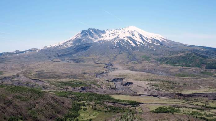 Mt St Helens - 8 sweet spring weekend escapes in Washington State. Read more at www.liverecklessly.com