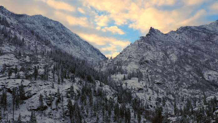 Scenery - mountains at dusk by the rustic cabin in Leavenworth - Live Recklessly