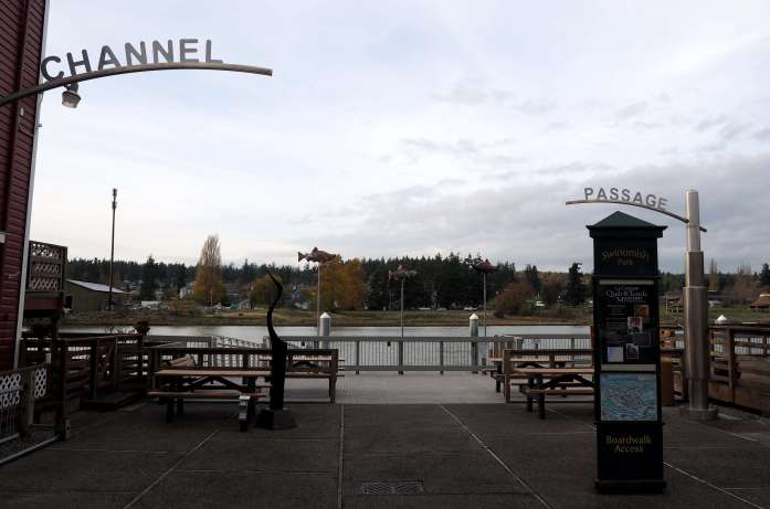 Waterfront La Conner boardwalk - Ultimate Weekend Guide to La Conner Washington - Live Recklessly
