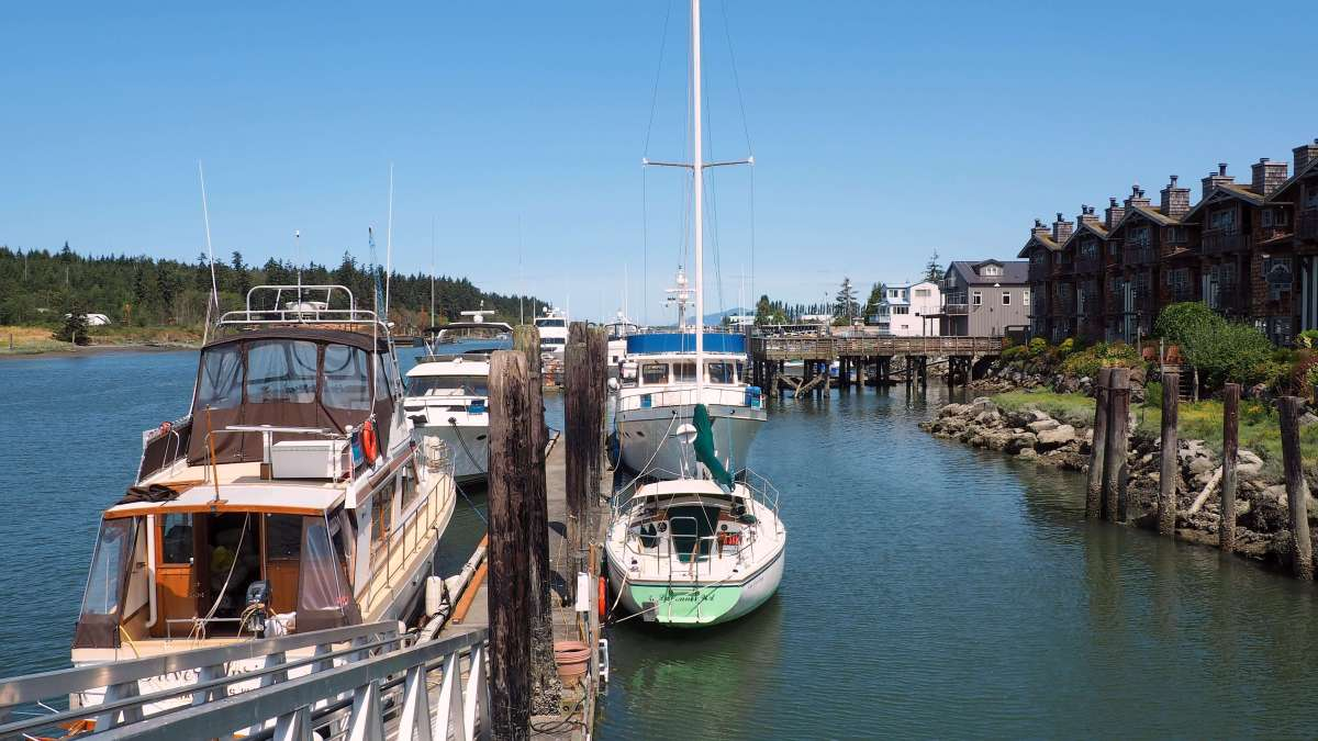 Waterfront La Conner sunny day - Ultimate Weekend Guide to La Conner Washington - Live Recklessly