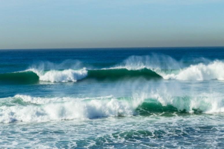 Beautiful ocean waves crashinng onto the beach