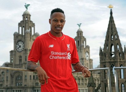 2A23575400000578-3145786-New_Liverpool_signing_Nathaniel_Clyne_poses_in_the_Reds_shirt_fo-m-8_1435748924782
