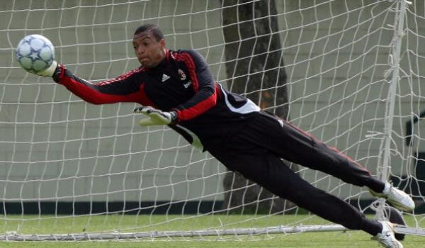 CARNAGO, ITALY - MAY 16: Dida of AC Milan saves the ball during a training session ahead of next week's UEFA Champions League Final against Liverpool during the AC Milan Media Day at Milanello on May 16, 2007 in Carnago, Italy. (Photo Giuseppe Cacace/Getty Images)