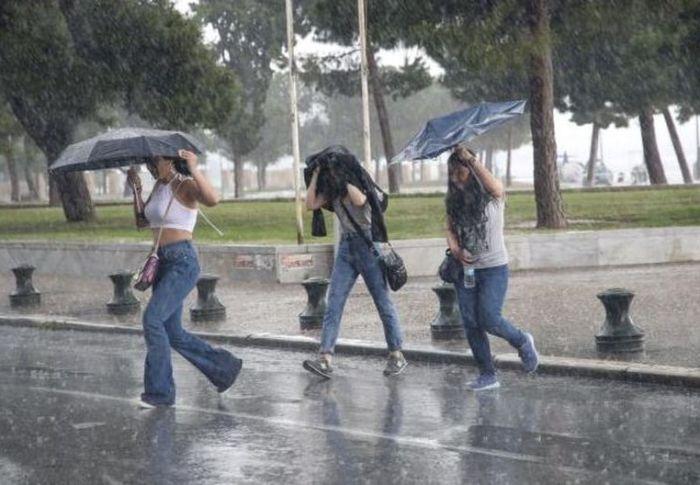 Έκτακτο δελτίο ΕΜΥ – Έρχονται καταιγίδες μετά τον καύσωνα