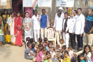Distribution of guidance and sweets for Sonia Gandhis birthday in Bhusawal