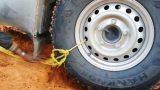 Πώς να ξεκολλήσετε ένα αυτοκίνητο από την άμμο της ερήμου