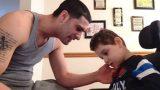 Ο γιος του Δεν Μπορεί να Αντιδράσει, Τότε ο Μπαμπάς Κάνει ΑΥΤΟ!…Δακρύσαμε!!..
