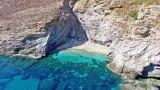 Το κρυφό λιμανάκι των ερωτευμένων στη θάλασσα των ναυαγίων στην Εύβοια.