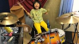 8xroni-drummer-paizei-led-zeppelin-me-ekpliktiko-tropo