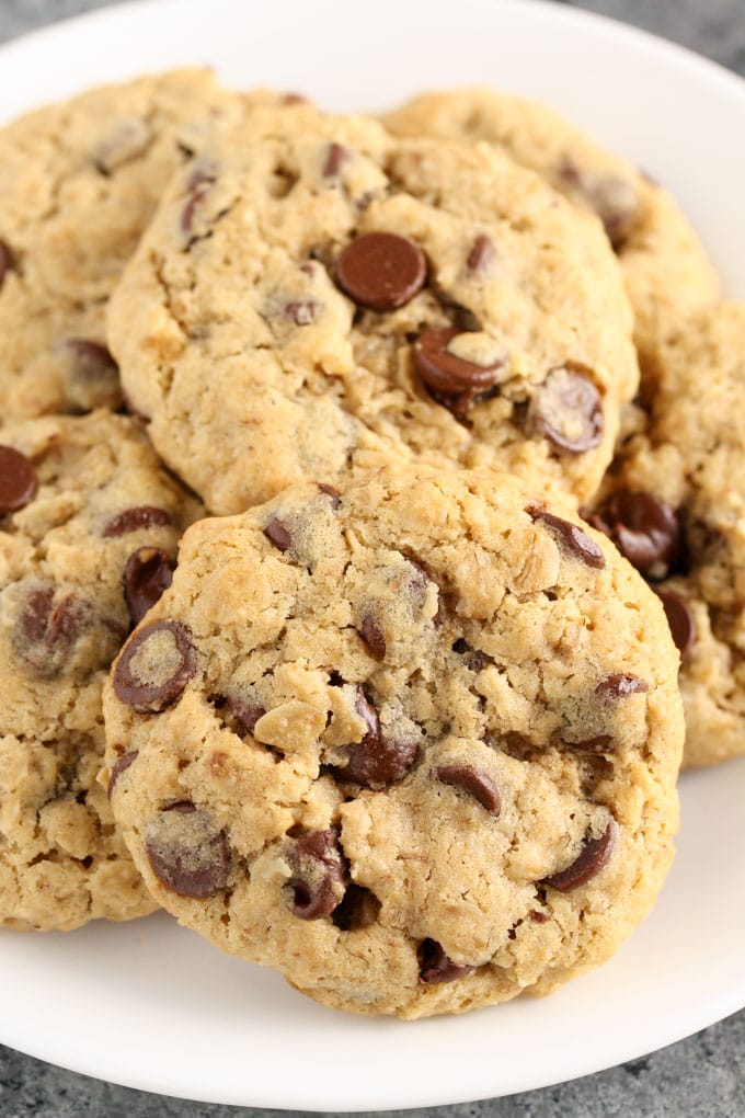 These Small Batch Oatmeal Chocolate Chip Cookies are easy to make, only require one bowl, and ready in about 30 minutes!