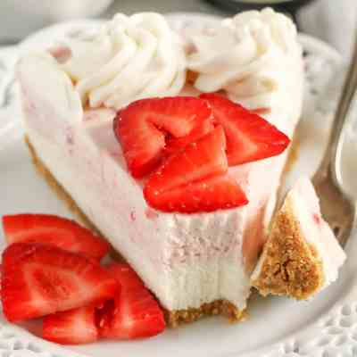 No-Bake Strawberry and Vanilla Bean Cheesecake
