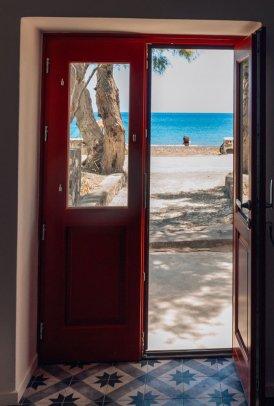 airbnb-door-perissa