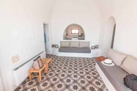 airbnb-perissa-santorini-2