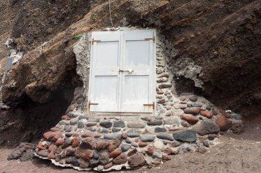 red-beach-santorini-door
