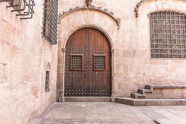 door in barcelona spain-3
