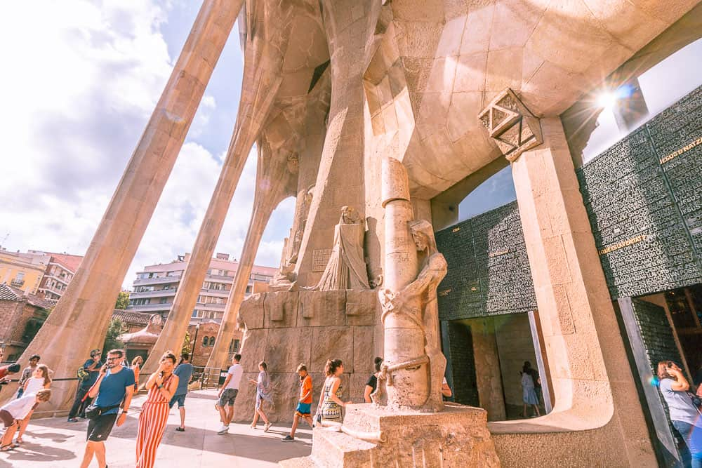 barcelona la sagrada familia outside columns