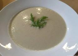 Blumenkohl-Fenchel-Suppe mit Parmesan