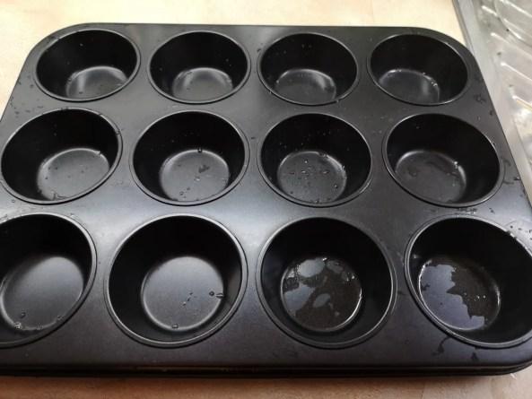 Muffin-Blech bereitstellen