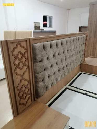 """نقدم لكم غرفة النوم """"Alba"""". موديل جديد رااقي ولا يمل. 😍👌 ⭐ سرير منجد (150*200) بقاعدة قابلة للفتح +خزانة حجم كبير + 2 كوميدين + شوفونير. ⭐ميلامين بتباين رائع بين لون جوز فاتح بعرق طبيعي واللون الأبيض الناصع ورونق خاص بالأشكال الزخرفية 💯. ⭐ تميزنا بانفراد التصميم وجودة لا نظير لها."""