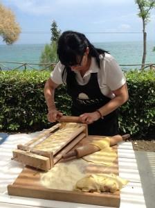 Making maccheroni alla chitarra by Fraintesa.it