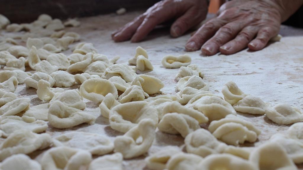 Making orecchiette by Giuseppe Masili