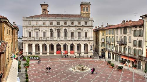 Piazza Vecchia, Bergamo by NervousEnergy
