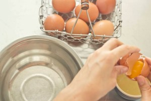 meimanrensheng.com how to cook- separating eggs step 5