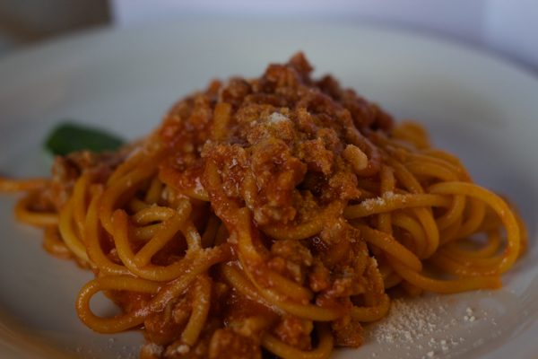 Bigoli al torchio alla mantovese (fresh pasta with tomato sausage sauce)