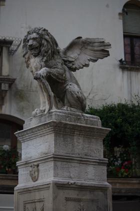 Fountain in the town square, Asolo