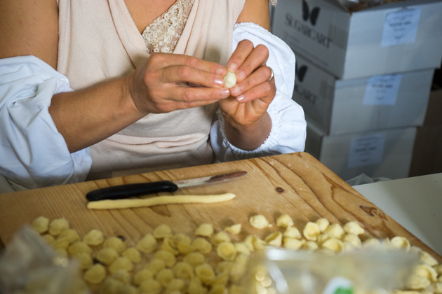 Making Puglian orecchiette