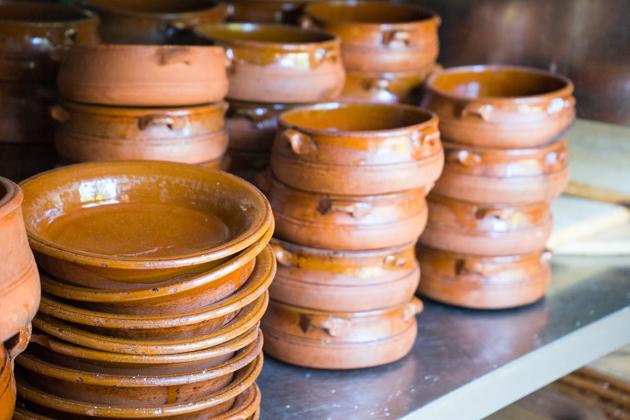 Stacks of tielle terracotta pots