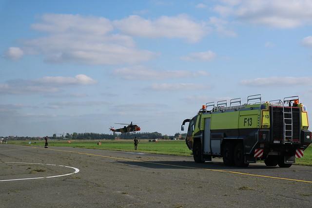 Sea King met brandweerwagen